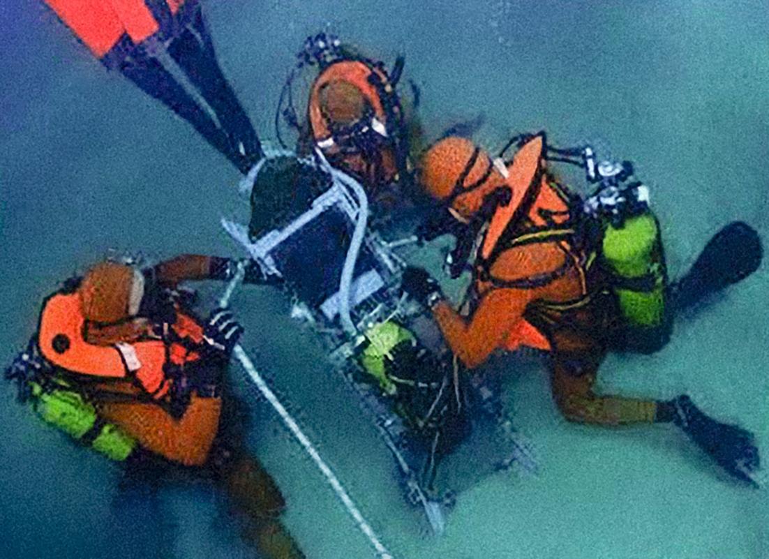 Mission-avec-les-sauveteurs-plongeurs-de-larmée-de-lairWEB_Page_6_Image_0001-Avec-accentuation